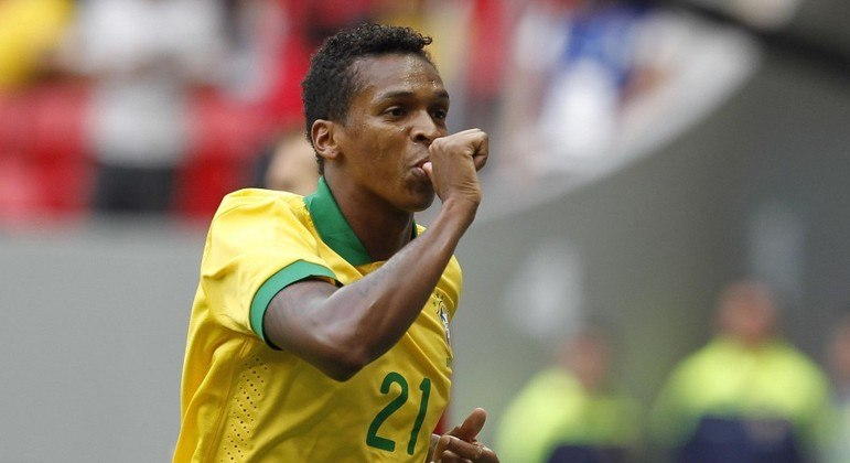 Jô na Copa do Mundo. Diretoria corintiana celebrou a convocação em 2014