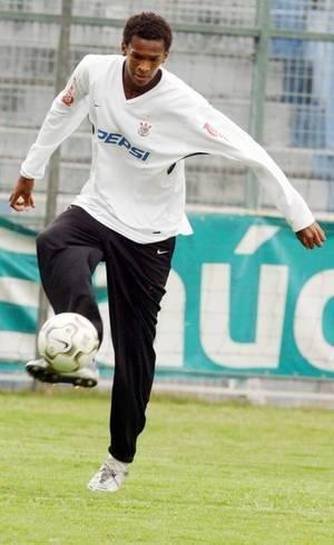 Jô aos 17 anos no Corinthians