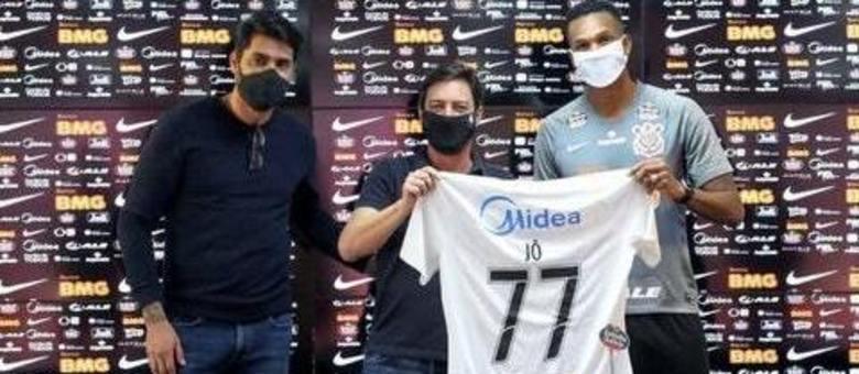 Diretoria do Corinthians sempre soube do processo contra Jô, na Fifa