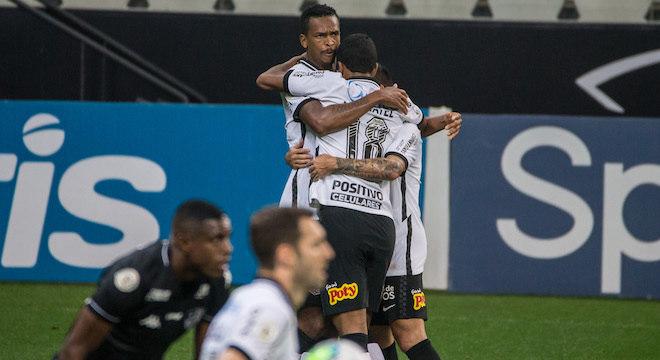 Jô livrou Corinthians da derrota contra Botafogo aos 47 minutos do 2º tempo