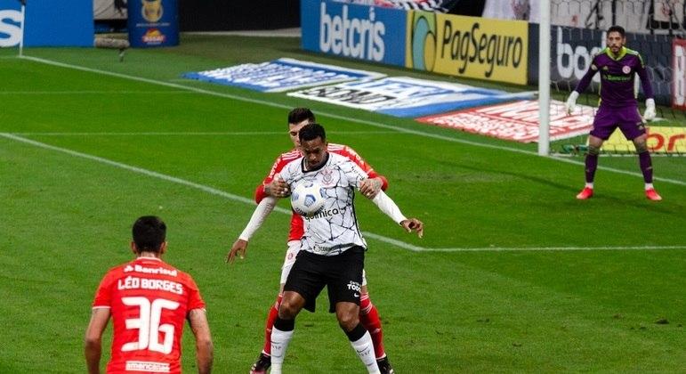 Jô e Cuesta foram os grandes personagens do jogo entre Corinthians e Inter