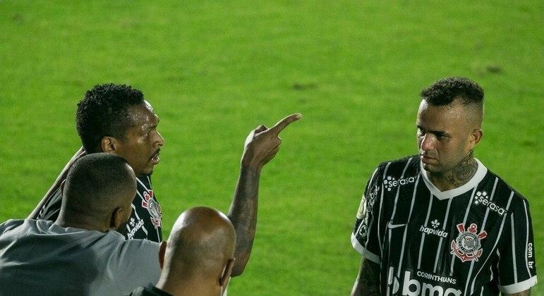 Jô e Luan são grandes decepções no Corinthians. Podem sair depois do Brasileiro