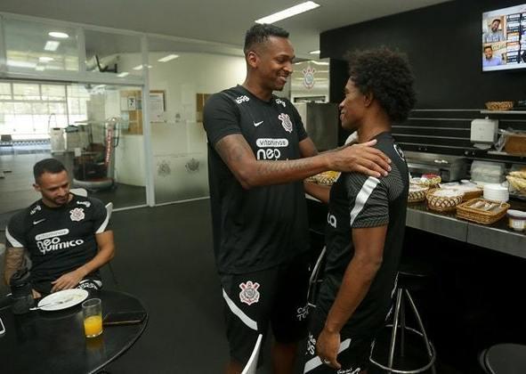 Jô e Willian chegaram a jogar juntos no futsal do Corinthians. Ambos são frutos da base do clube