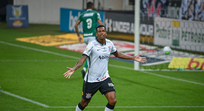 Jô marcou o gol da vitória do Corinthians sobre o Goiás