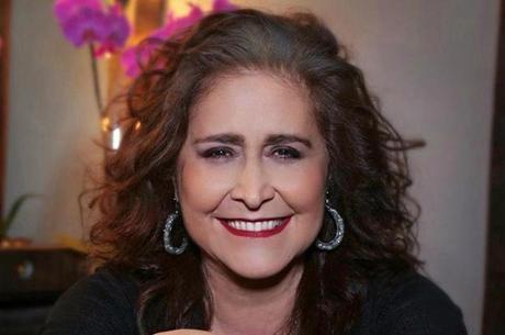 Joana comemora 40 anos de carreira com live e doações