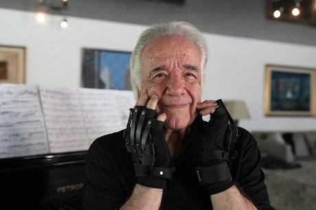 Após 20 anos, João Carlos Martins volta a tocar piano