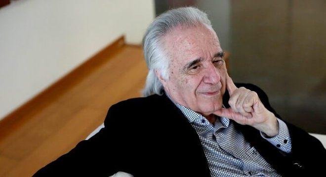 Emocionante: após 21 anos, maestro João Carlos Martins volta a tocar piano com as duas mãos