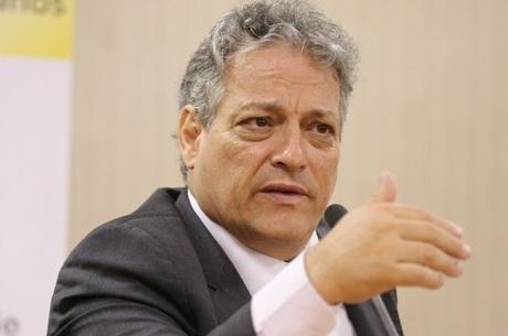 Goulart Filho quer fazer uma reforma educacional