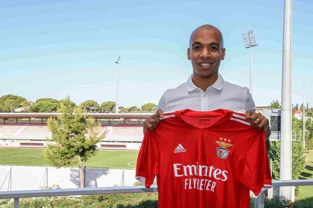 JOÃO MÁRIO: O meia português deixou a Inter de Milão e acertou com o Benfica, de Portugal. O contrato do jogador com o time de Jorge Jesus é válido até 2026