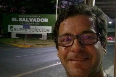 João Neves não consegue sair de El Salvador