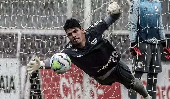 João Paulo, de 25 anos, é goleiro do Santos e vem se destacando na temporada. Seu valor é de 500 mil euros (R$ 3,3 milhões), com vínculo até agosto de 2025.
