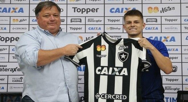 a105a58e92 Meia foi apresentado oficialmente pela diretoria do Botafogo nesta  segunda-feira (7)