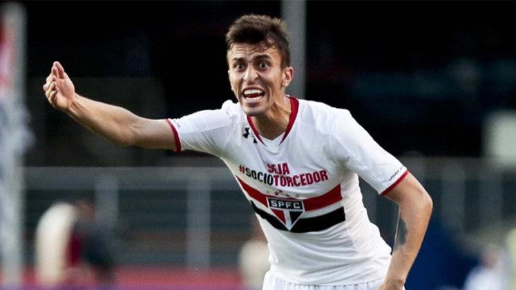 João Schmidt - No começo de 2017, o volante João Schmidt comunicou ao São Paulo que tinha aceitado um pré-contrato da Atalanta, da Itália, e deixaria o Tricolor, de graça, no meio do ano.
