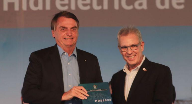 Bolsonaro e o diretor-geral brasileiro da Itaipu, general Joaquim Silva e Luna, que deve assumir presidência da Petrobras