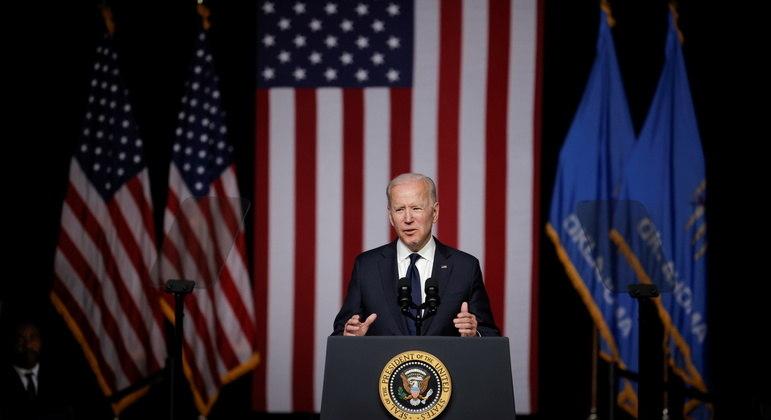 Joe Biden em pronunciamento no encerramento do G7 neste domingo (13)