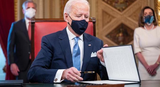 Joe Biden assinou 17 decretos em seu primeiro dia de mandato