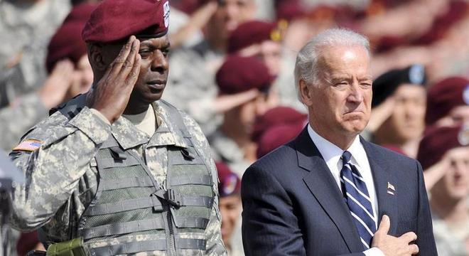 O presidente eleito Joe Biden e o general aposentado Lloyd Austin