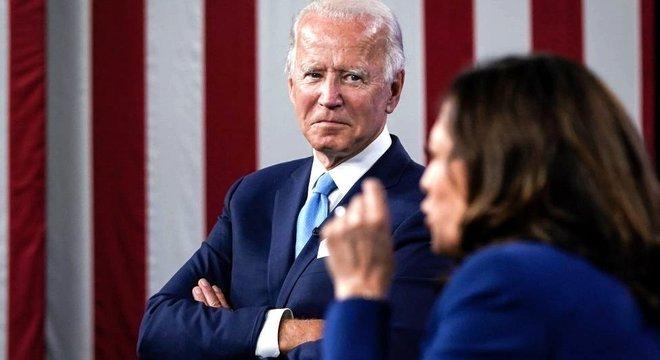 Escolha de Kamala Harris como vice em sua chapa ajudou Biden a manter votos de centristas