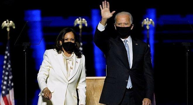 Joe Biden e Kamala Harris, em discurso que comemorou a vitória da dupla para comandar os EUA