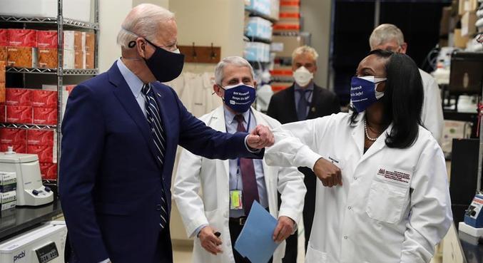 Biden visitou a sede dos Institutos Nacionais de Saúde (NHI) nesta quinta