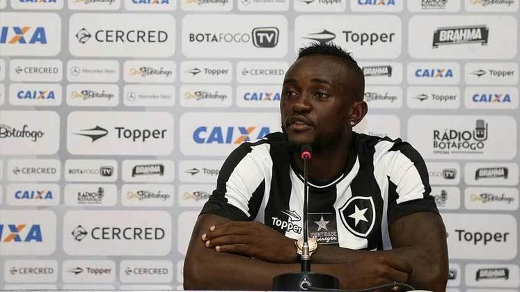 Joel - O atacante camarônes Joel, na época com 23 anos, foi emprestado ao Botafogo pelo Cruzeiro, em 2017. A curta passagem do jogador pelo Alvinegro contou com 10 partidas e apenas um gol, até o atleta se transferir para o Avaí.