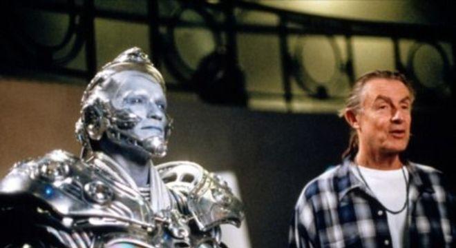 Schwarzenegger e Joel Schumacher no set de filmagens de Batman & Robin