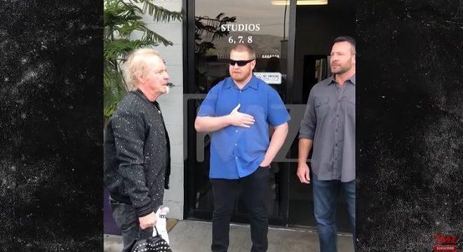 Vídeo mostra baterista do Aerosmith sendo barrado em ensaio da banda