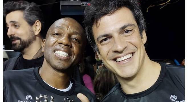 Ex-jogador Amaral e Mateus Solano posaram juntos no Camarote Bar Brahma