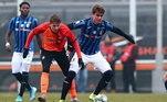 Antes mesmo de completar 18 anos, foi para a Itália. Lá joga no time sub 19 do Atalanta e participou da Champions sub-19 na última temporada