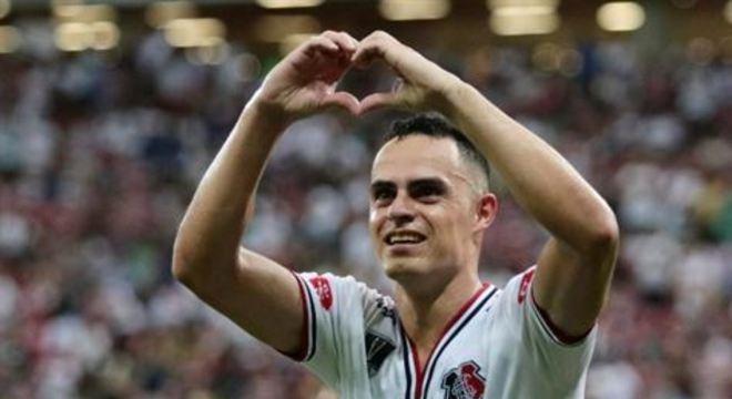 Jogador chegou ao Santa Cruz vindo de empréstimo junto ao Botafogo. Seu vínculo com o clube carioca se encerra no final de abril