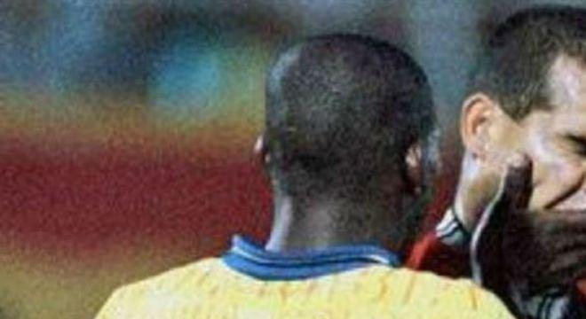 Jogador colombiano e goleiro paraguaio se desentenderam durante uma partida entre as seleções pelas Eliminatórias