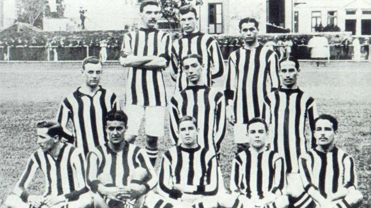 Jogador com mais gols em uma partida - O atacante Gilbert Hime anotou nove gols na memorável goleada botafoguense, por 24 a 0, contra o time da Mangueira
