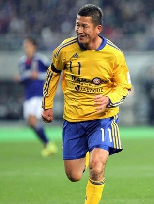 Jogador mais velho atualmente a atuar em uma equipe profissional, o atacante japonês tem 51 anos de idade e ainda atua no Yokohama FC, da segunda divisão do Japão