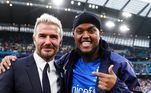 Realizando um sonho, recebeu uma mensagem inspiradora de um dos maiores ídolos da história recente do futebol inglês: 'David Beckham me parabenizou pela perda de peso, vocês sabem como isso é importante para manter minha nova mentalidade (como ele me conhece?)', disse o youtuber em suas redes sociais