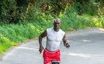 É comum ver ele fazendo corridas ou até mesmo participando de eventos esportivos. Nem parece que tem 44 anos!
