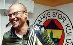 Ídolo do Coritiba, Palmeiras, Cruzeiro e Fenerbahçe, o brasileiro com 42 anos ainda mantém sua forma física e impressiona torcedores