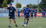 O treinador Felipão segue trabalhando. Já voltou para ser campeão Brasileiro no Palmeiras, em 2018, e até a semana passada era técnico do Cruzeiro. Agora está clubeLeia também:Abel e Cuca mudam Palmeiras e Santos, mas só um leva Libertadores