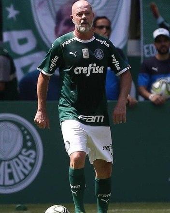 """Antonio Carlos defendeu as cores do São Paulo entre 1990 e 1992, e esteve no time alviverde durante 1993 e 1995. Inclusive, """"Zago"""" chegou até treinar o Palmeiras na temporada de 2010"""