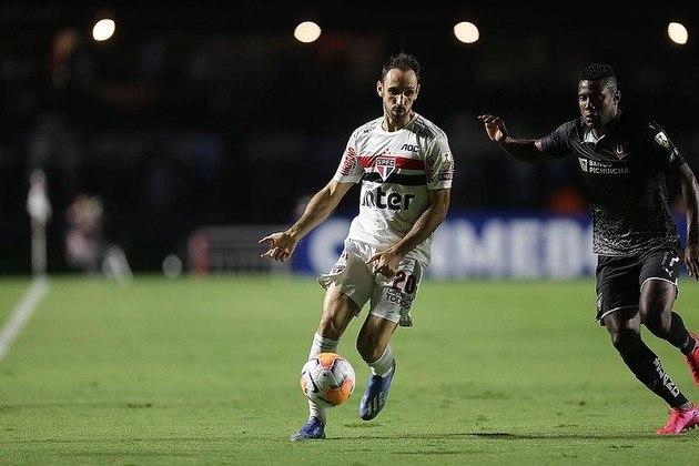 Juanfran - São Paulo - 35 anos - lateral-direito - espanhol
