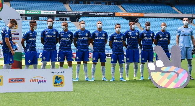 Jogadores do Grêmio fazem protesto com máscara no começo da pandemia