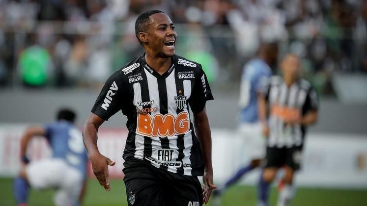 Elias (1,5 milhão de euros): Brasil, meio-campista, 34 anos, último clube: Atlético-MG