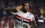 1º – Daniel Alves - São Paulo - 31 milhões de seguidores