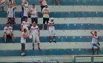 Em fevereiro, outro torcedor foi flagrado realizando os mesmos gestos. Com a camisa da Penapolense, o homem imitou o animal após o zagueiro Léo Pereira, da Portuguesa, fazer falta dura no adversário. O clube foi condenado a pagar multa de R$ 1 mil