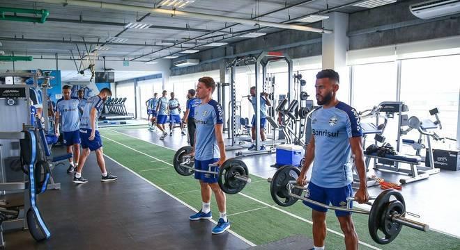 Jogadores realizaram atividade de condicionamento e reforço muscular Crédito: Lucas Uebel / Grêmio / Divulgação / CP