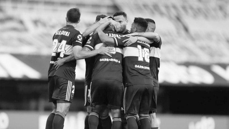 Jogando na Bombonera, o Boca venceu o Newell's Old Boys no primeiro jogo realizado após a morte de Maradona. Para homenagear o craque, todos os jogadores xeneizes entrara em campo com o nome de Maradona nas costas. A partida foi 2 a 0 para o time da casa.