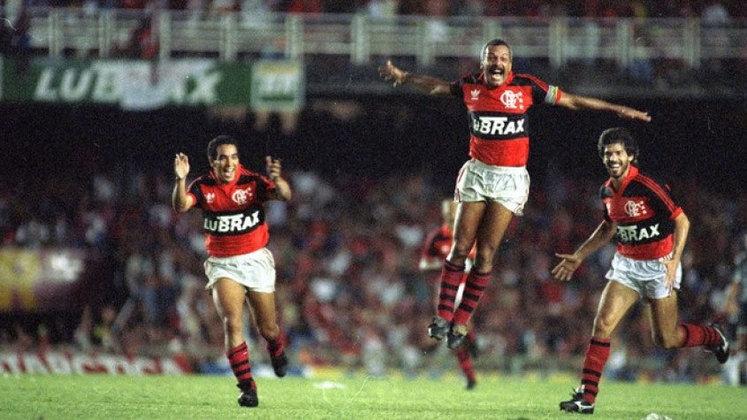 Jogo de ida da final de 1990: Flamengo 1 x 0 Goiás - Na volta, as equipes empataram em 0 a 0 e o Flamengo foi campeão.
