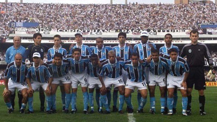 Jogo de ida da final de 2001: Grêmio 2 x 2 Corinthians - Na volta, o Grêmio venceu por 3 a 1 e foi campeão.