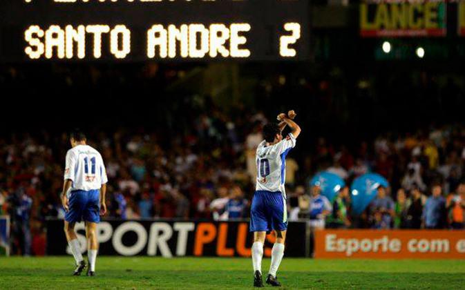 Jogo de ida da final de 2004: Santo André 2 x 2 Flamengo - Na volta, o Santo André venceu por 2 a 0 e foi campeão.