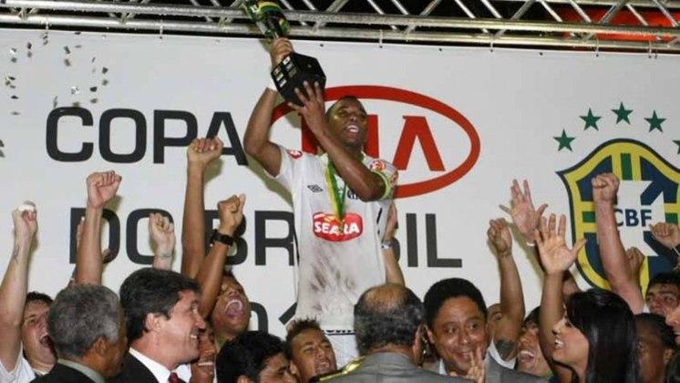 Jogo de ida da final de 2010: Santos 2 x 0 Vitória - Na volta, o Vitória venceu por 2 a 1, mas o Santos foi campeão.