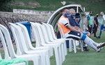 O goleiro Lucas, do São Bento de Sorocaba virou atacante... Pela Série C do Brasileirão, o time de São Paulo enfrentou o Criciúma, no dia 26 de outubro e não tinha quem colocar em campo. Eram 15 atletas infectados pelo novocoronavírus, três com suspeitas da doença, outros três contundidos e um atleta suspenso e foi para a partida somente com 12 atletas, Lucas estava no banco, mas não teve jeito... entrou no segundo tempo